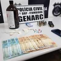 Jovém é preso usando próprio carro no tráfico de drogas