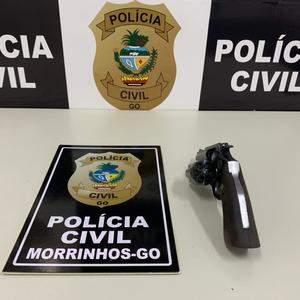 Polícia efetua prisão em flagrante de indivíduo por posse ilegal de arma de fogo