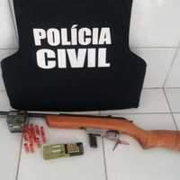 Polícia prende arma de investigado por crimes sexuais