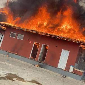 Incêndio de grandes proporções atinge Hot Park, em Rio Quente